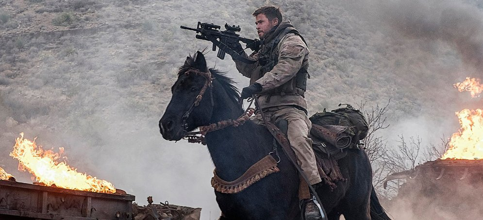 12strong-hemsworth-horse-guns-fire
